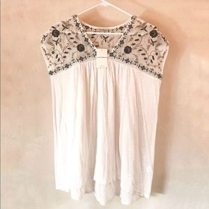 NWT Lucky Brand Embroidered Top White Floral Small